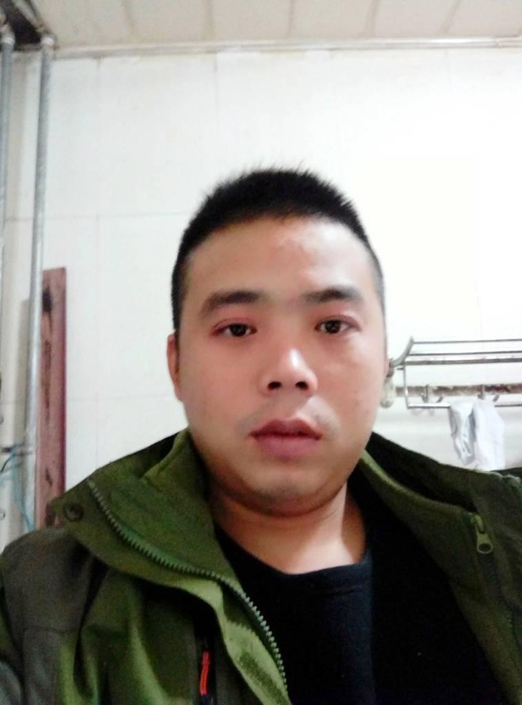 王强的简历照片