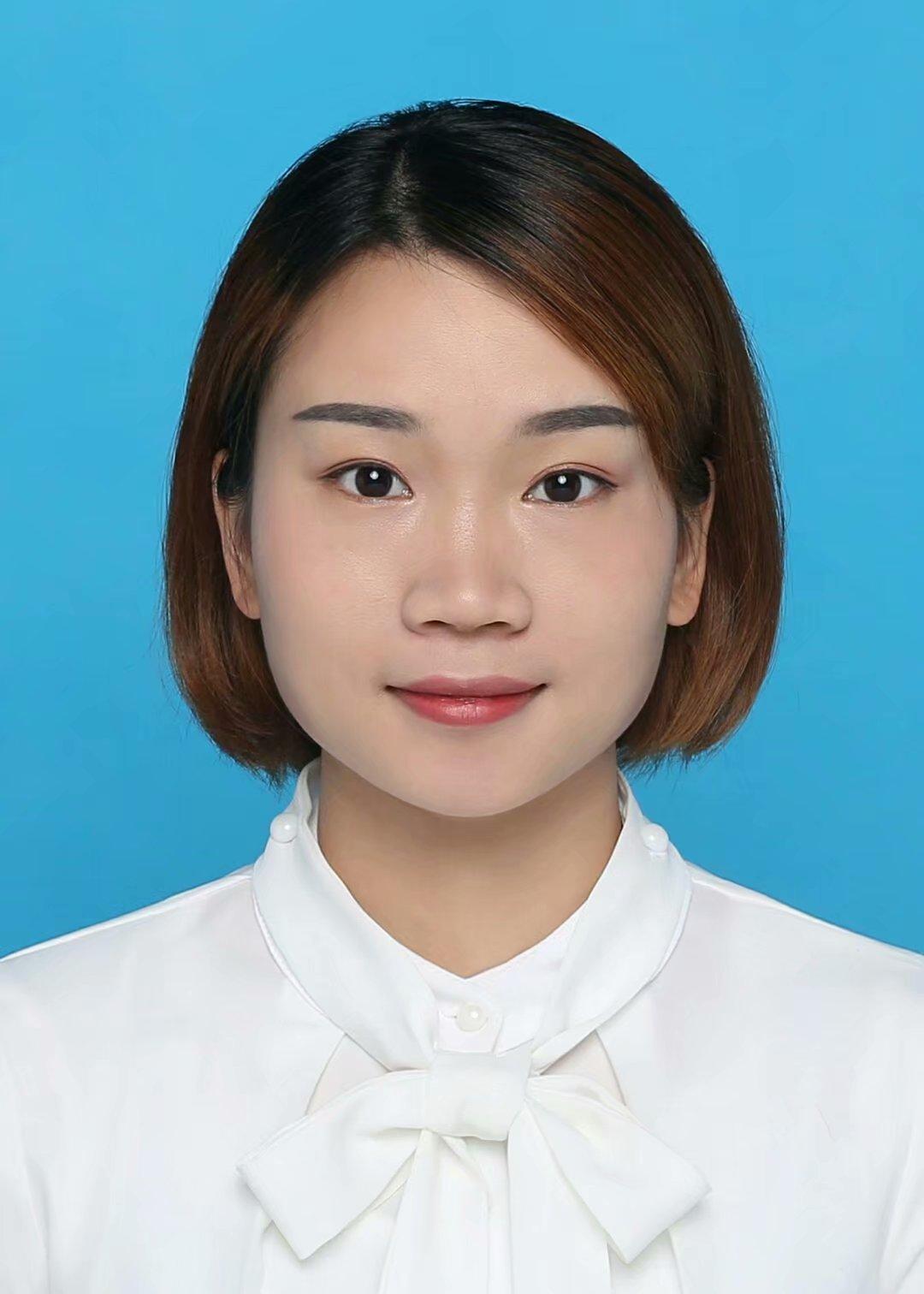 李媛的简历照片