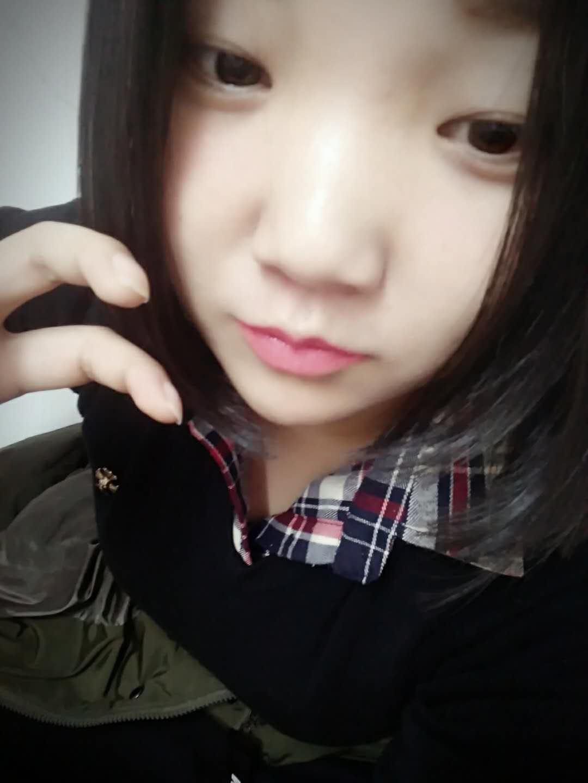 尹璐佳的简历照片