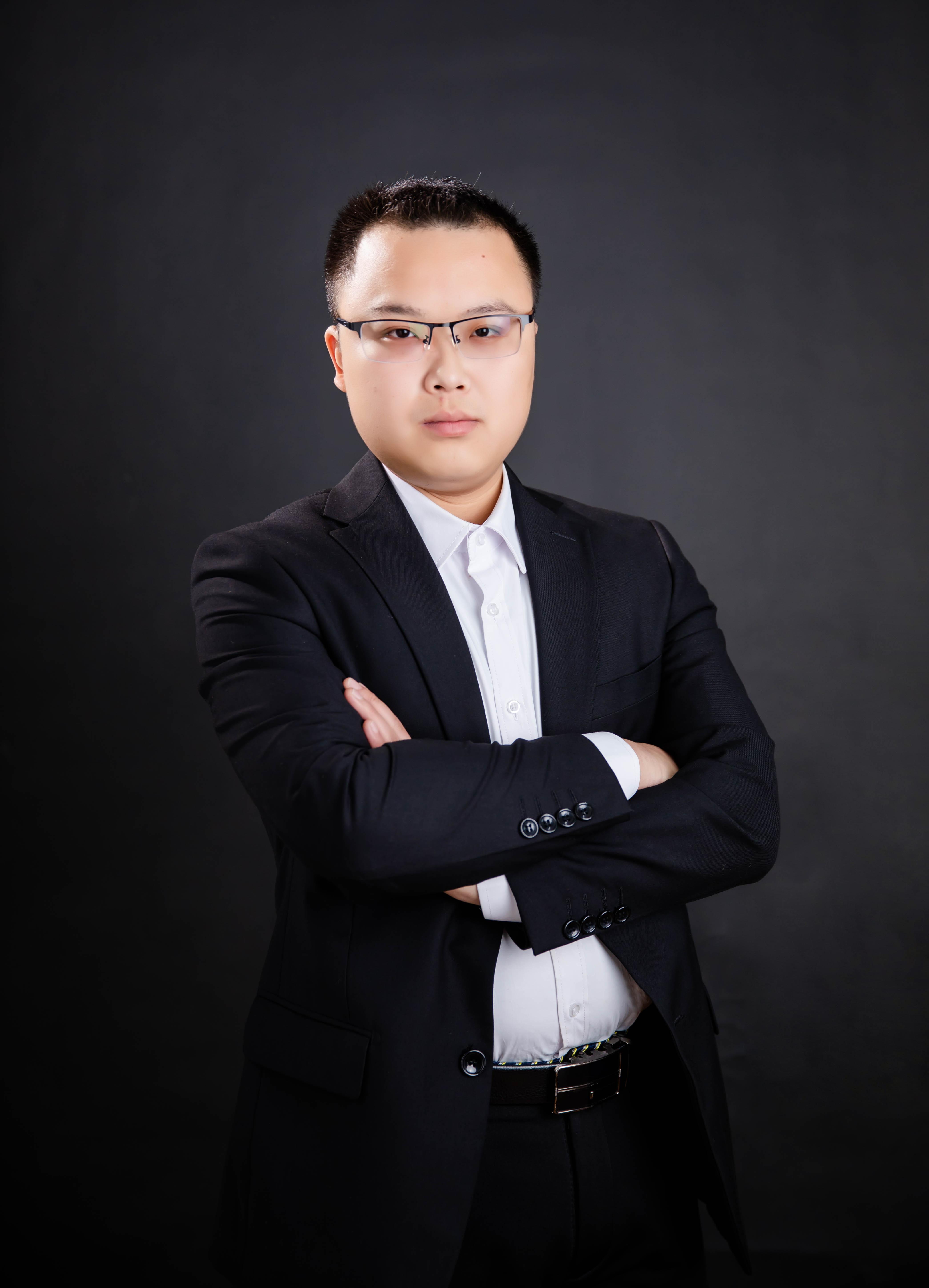 刘杨的简历照片